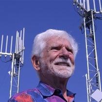 tin-cooper-em-foto-de-seu-perfil-no-twitter-o-engenheiro-deixou-a-motorola-em-1983-mesmo-ano-em-que-a-empresa-lancou-o-telefone-celular-1364990953308_300x300[1]